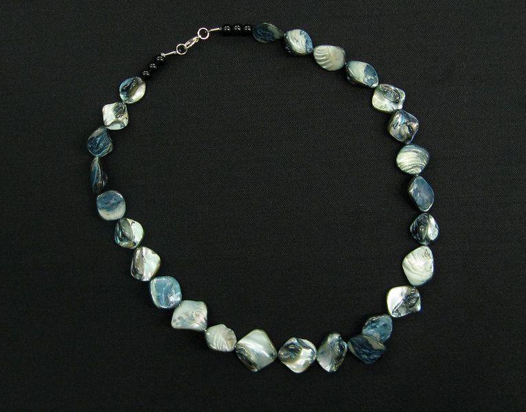 Kette aus Perlmutt, blau-gr