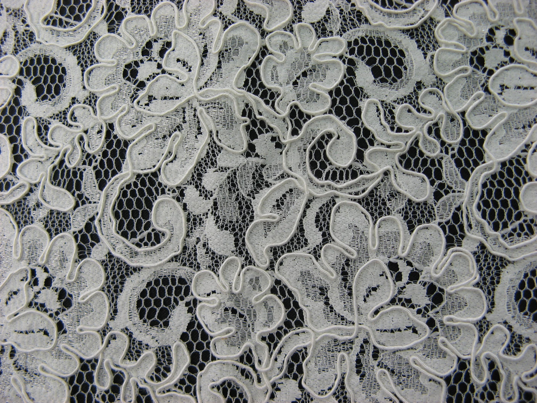 Kordelspitze  für die Braut  mit Bogenkante