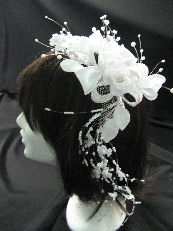 Braut-Haargesteck mit Blüten und Perlen, weiß