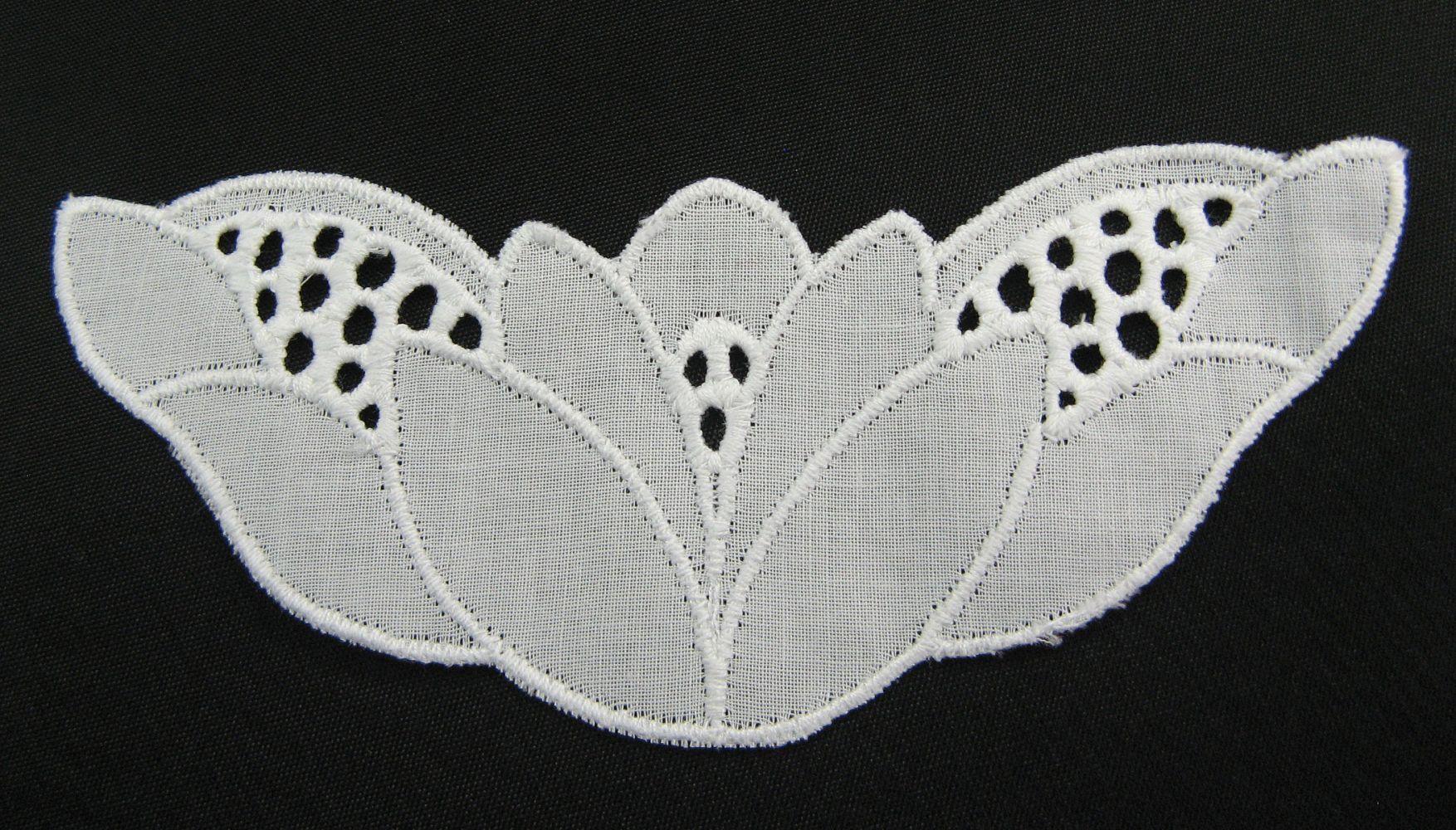 Applikation auf Baumwollbatist   12x5 cm