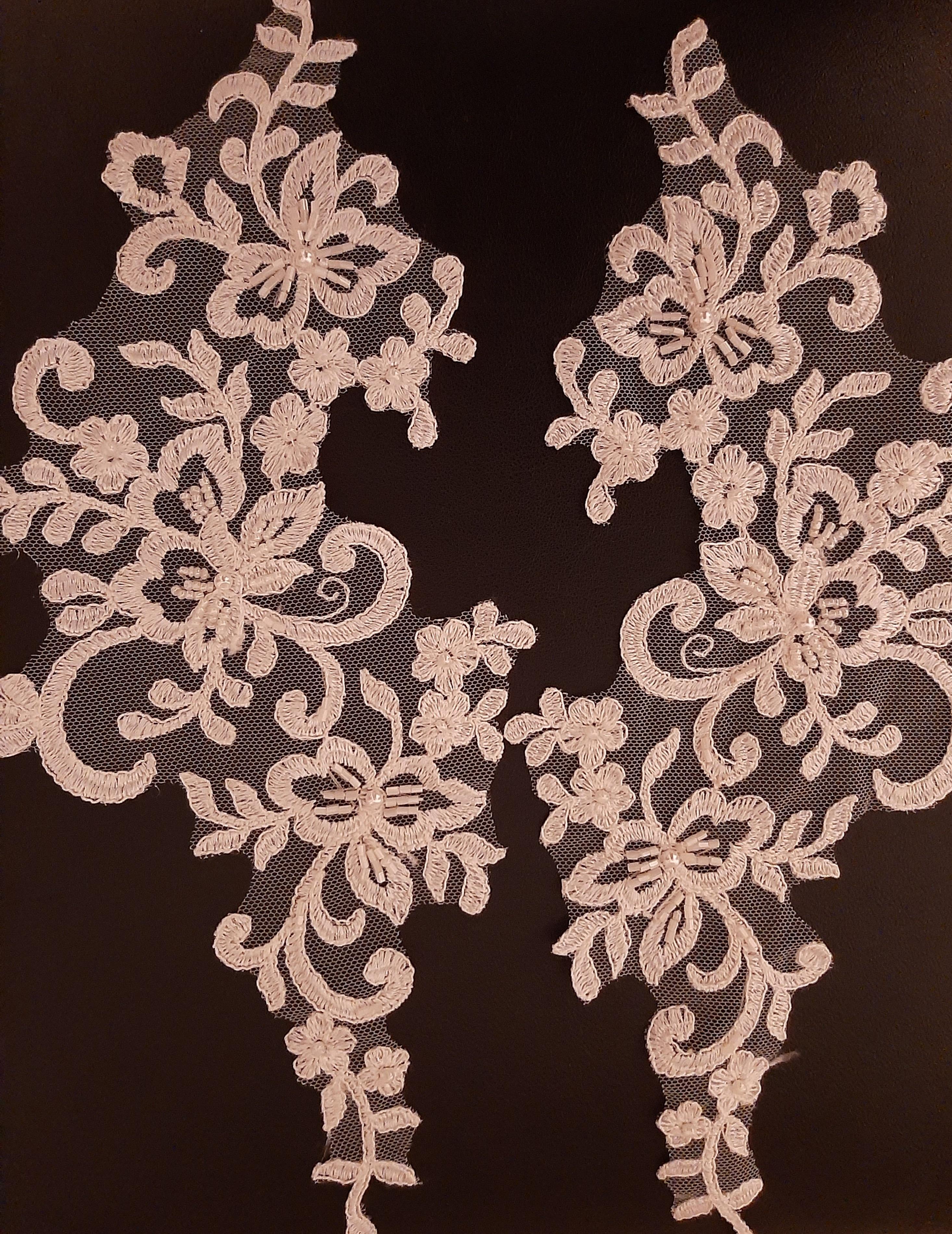 Applikation  für  Brautkleid  Tüll  bestickt in creme mit Perlen    paarweise