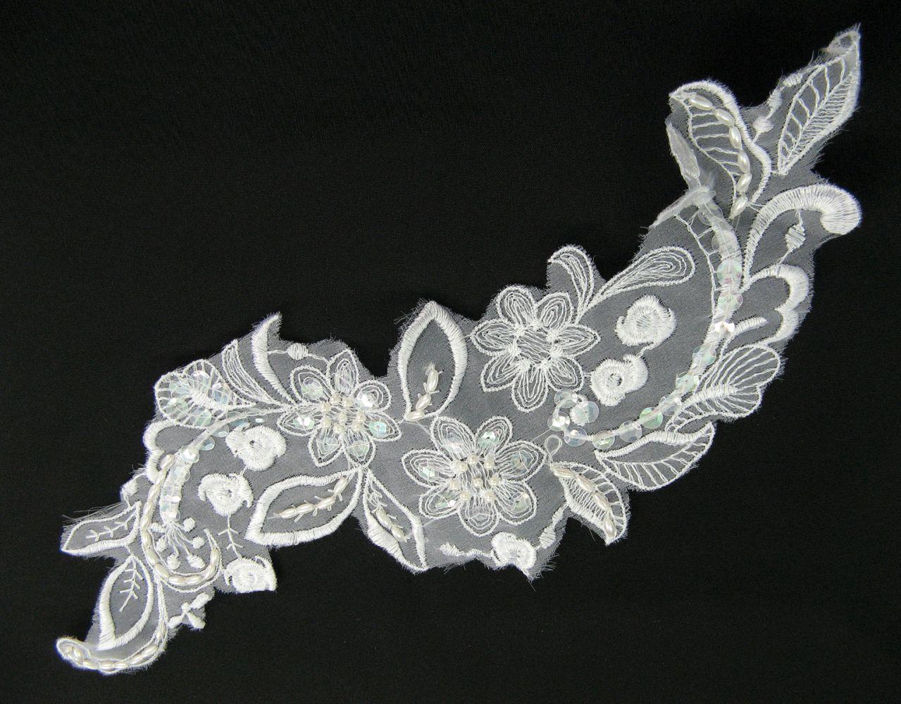 Applikation aus Organza mit Perlen und Pailletten, 33x12 cm