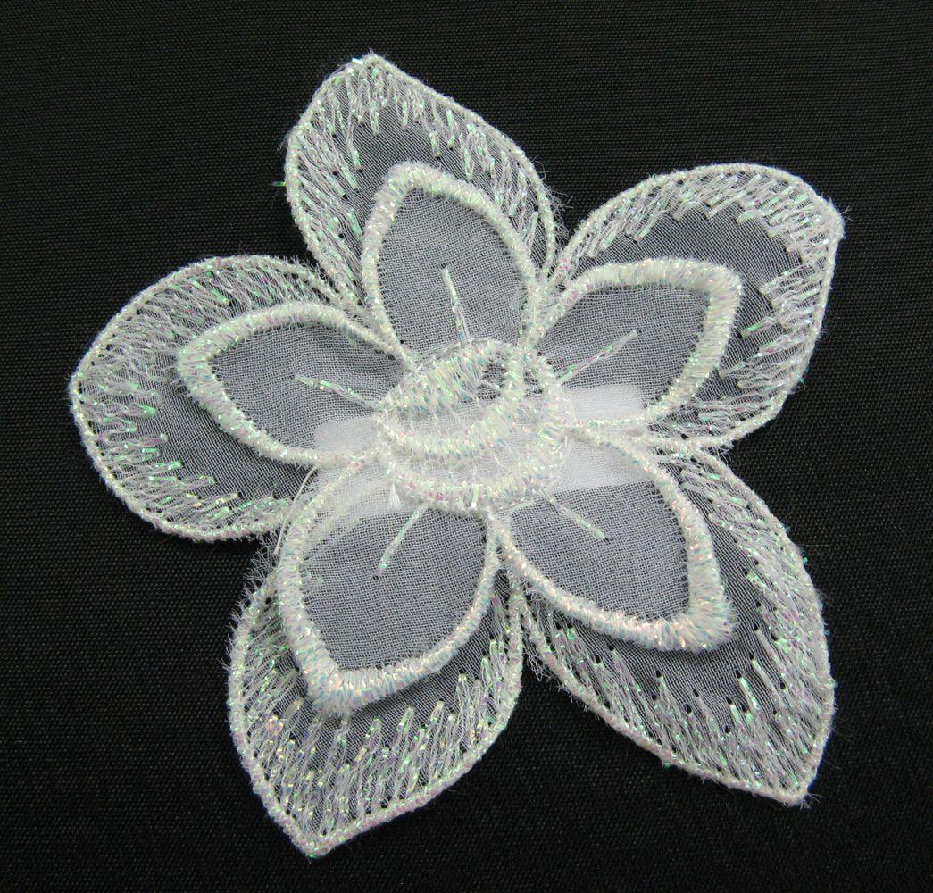 Organza Blume mit Glanzstickerei  8x8 cm