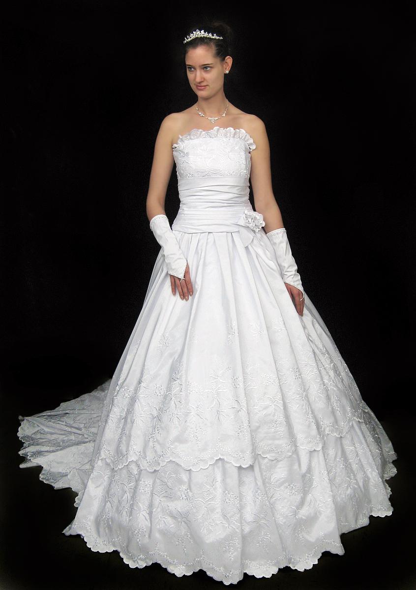 Brautkleid, weiß  aus 12m Schweizer Stickerei auf Polyester  reduziert  2 teilig