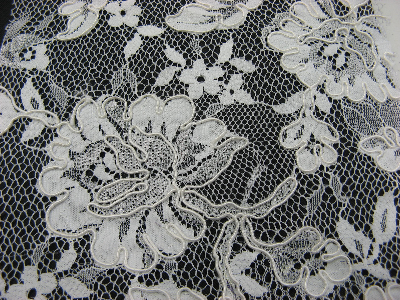 Kordelspitze  für  die  Braut  in creme  und  schwarz