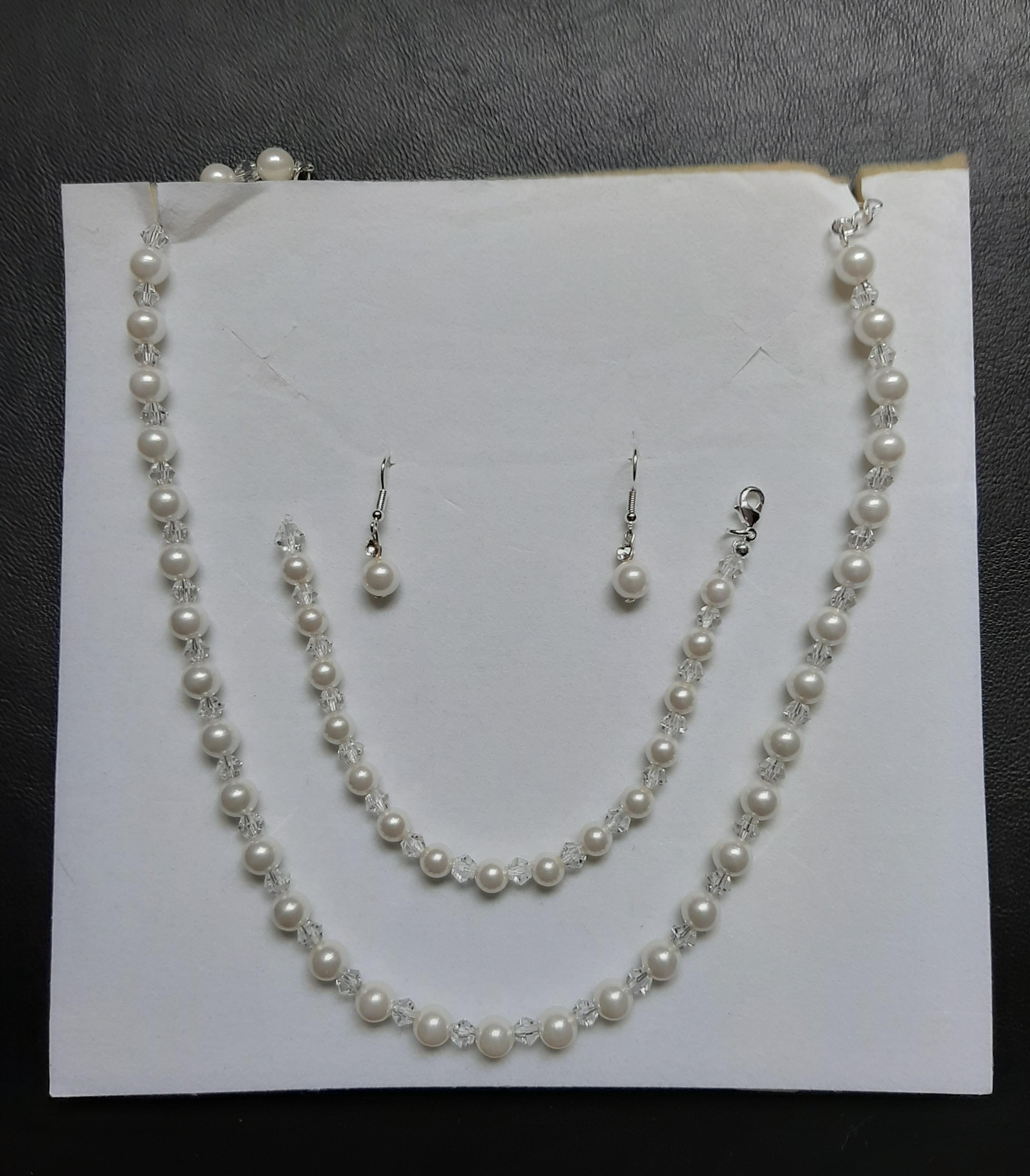 Kette,,Ohrstecker,  und Armband   Set   Perlen